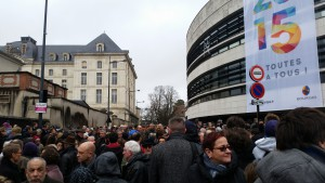 Rassemblement Je suis Charlie Devant Mairie 100115 (2)