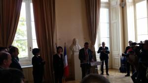 Signature Pacte culturel Bourges 300415 (2)