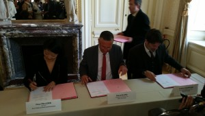 Signature Pacte culturel Bourges 300415 (7)